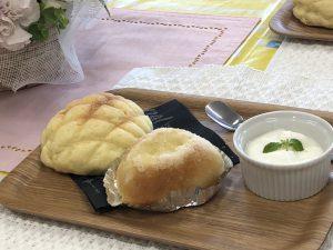 パンを焼きながら、自然と会話が生まれるパン婚活イメージ